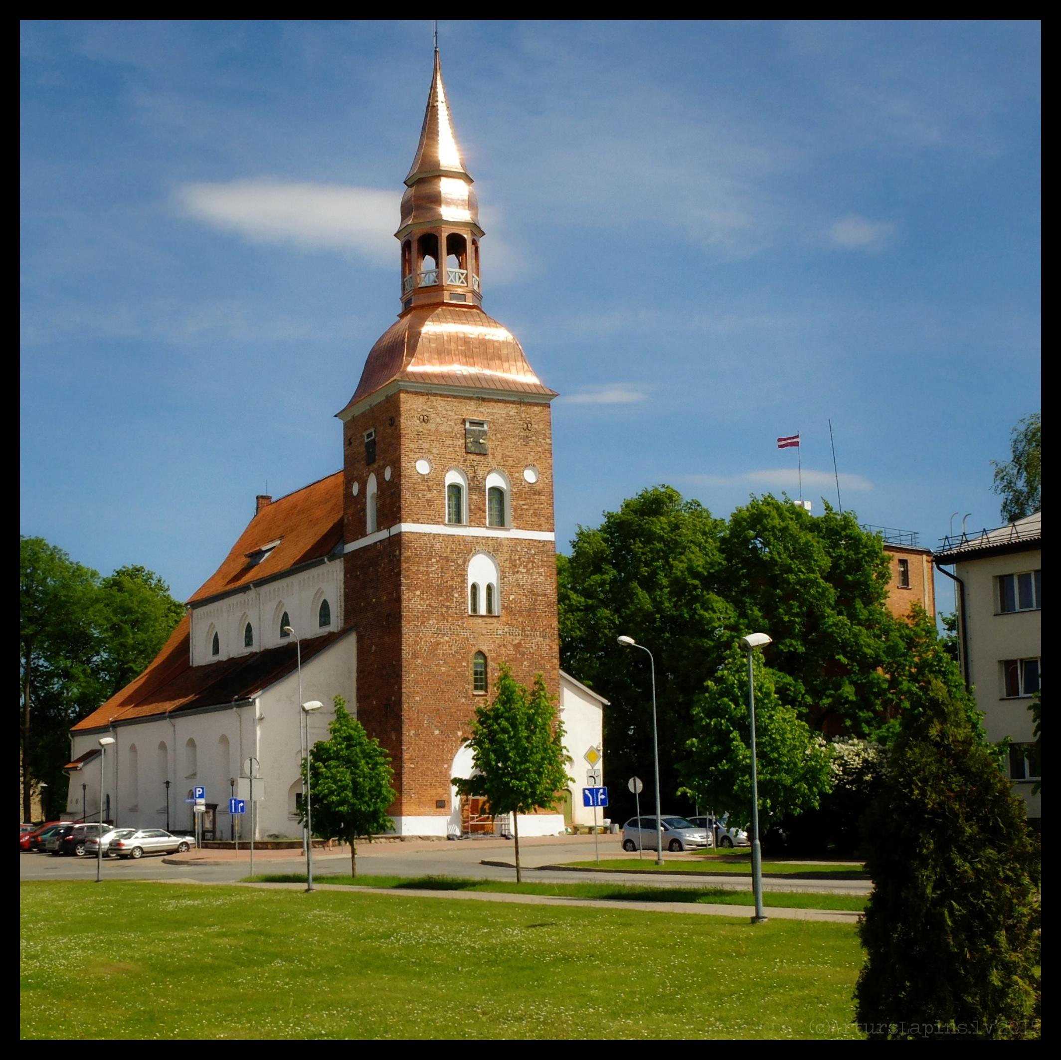Atjaunots Valmieras baznīcas tornis